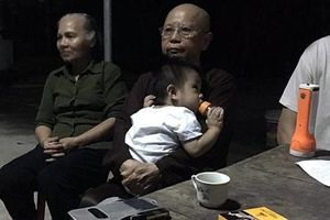 Bé trai 1 tuổi bị bỏ rơi trước cổng chùa đã có người nhà đến nhận