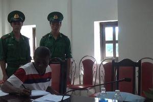 Quảng Trị: Bắt hai người Nigeria vận chuyển 15kg ma túy