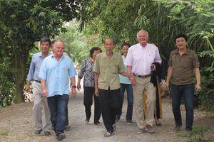 Phi công huyền thoại Nguyễn Văn Bảy và những vị khách đặc biệt