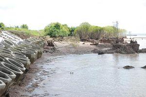 Tiền Giang công bố tình huống khẩn cấp sạt lở bờ sông, đê biển