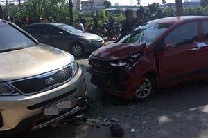 Ô tô con đấu đầu tại đường Tam Trinh, 1 người tử vong