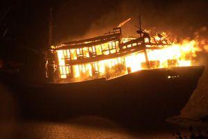 Nổ tàu cá làm 2 người chết, 5 ngư dân bị thương