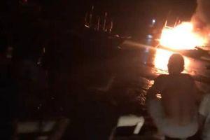 Tàu cá nổ như bom, 2 người chết, 8 người bị thương và mất tích