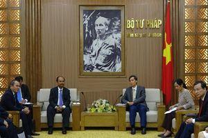 Chia sẻ kinh nghiệm xây dựng pháp luật với đoàn cán bộ Lào