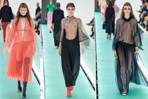 'Đỏ mặt' với loạt người mẫu để ngực trần trong show Gucci tại Milan