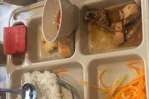 Học sinh lại đau bụng, nôn ói sau khi ăn trưa tại trường quốc tế Việt Úc