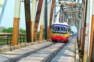 Cấp bách tách cầu chung đường sắt - đường bộ