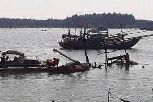 Nhân chứng kể phút nổ tàu hất văng 8 người xuống biển, 2 người chết