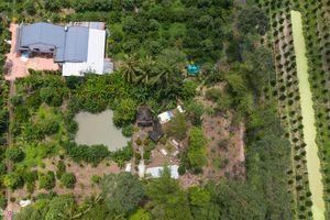 Nơi an nghỉ của Anh hùng phi công Nguyễn Văn Bảy trong vườn nhà