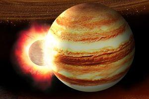 Giải mã vật thể lạ lao vào sao Mộc