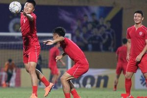 CLB của Triều Tiên khởi động 'pressing toàn sân', tập phối hợp một chạm đối phó với Hà Nội FC