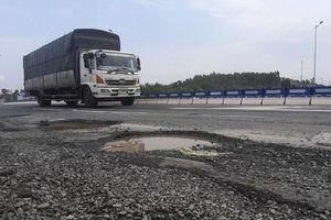 VEC: Cao tốc Quảng Ngãi - Đà Nẵng có ổ gà do kết cấu tạm