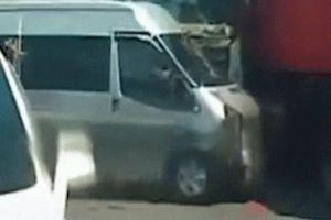 Clip: Kinh hoàng khoảnh khắc xe container đâm liên tiếp 3 ô tô đang dừng đèn đỏ ở Hà Nội