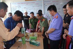 Hòa Bình: Bắt quả tang 4 đối tượng vận chuyển số lượng ma túy 'khủng'