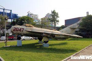 Ngắm máy bay tiêm kích MiG-17 gắn liền với tên tuổi phi công huyền thoại Nguyễn Văn Bảy