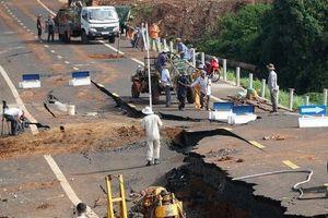 Bộ GTVT lập tổ điều tra sự cố đường 250 tỉ vừa hoàn thành đã nứt toác
