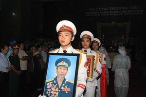 Tiễn đưa linh cữu Anh hùng phi công Nguyễn Văn Bảy về quê nhà