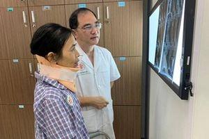 Phẫu thuật cho bệnh nhân bị u rễ thần kinh vùng chẩm cổ