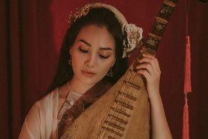 MV 'Đóa sen ngời' lấy cảm hứng từ mối tình Thúy Kiều và Kim Trọng