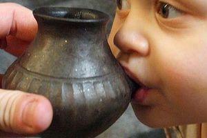 Phát hiện bình sữa cổ cho em bé đã có từ cách đây... 3.000 năm