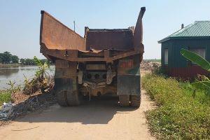 Xe tải 'ma' chềnh ềnh bịt đường độc đạo ở Hải Phòng