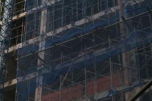 Rơi từ tầng 7 công trình xây dựng xuống đất, một công nhân tử vong