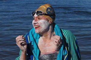 Người phụ nữ bơi 54 giờ trên biển