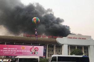 Cung Văn hóa Việt Xô cháy lớn trong sáng sớm