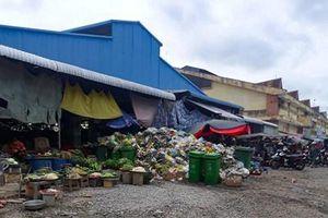 Rác thải bủa vây chợ Tân Hồng (Đồng Tháp)