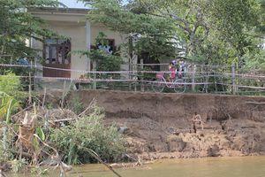 Sạt lở bủa vây ven sông Thạch Hãn, người dân thấp thỏm lo âu