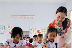 Dùng nhân cách để giáo dục nhân cách