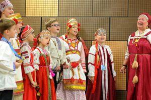 Thanh niên Việt - Nga trình diễn nét đặc sắc văn hóa dân tộc