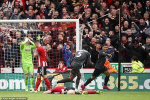 Thủ môn Sheffield Utd 'biếu' chiến thắng cho Liverpool