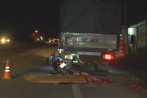 Hai mẹ con tử vong sau khi đâm vào đuôi xe tải đang dừng