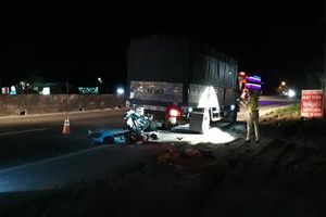 Tông vào đuôi xe tải đang dừng, 2 mẹ con tử vong tại chỗ