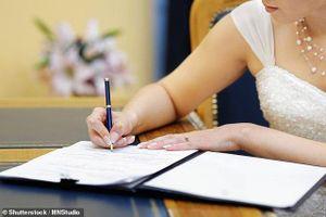 Trước ngày cưới, mẹ chồng đột ngột bắt con dâu ký hợp đồng chỉ được sinh một con