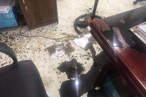 Vĩnh Phúc: Công ty luật bị nhóm người lạ 'khủng bố' bằng bom bẩn