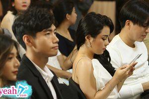 Quang Đăng và Thái Trinh lần đầu xuất hiện cùng nhau hậu chia tay, ngồi gần nhau nhưng lạnh nhạt