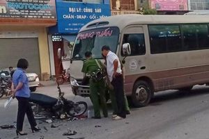 Ô tô khách lấn làn tông trực diện xe máy, nam sinh lớp 9 tử vong tại chỗ
