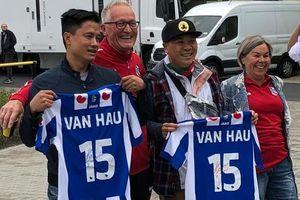 CĐV Việt Nam tại Hà Lan tới sân cổ vũ Văn Hậu