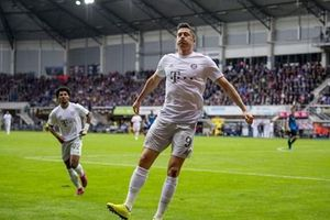 Robert Lewandowski làm điều chưa từng có tại Bundesliga