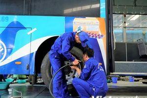 Gay cấn thi bảo dưỡng sửa chữa xe buýt như với xe đua F1