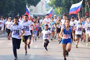Gần 1.500 vận động viên chạy 'Vì hòa bình năm 2019' quanh Hồ Hoàn Kiếm