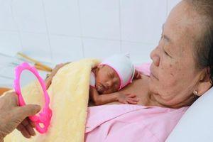 Tam thai 1 gái 2 trai cực non tháng được nuôi dưỡng thành công