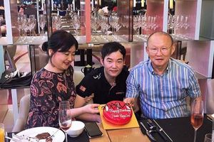 HLV Park dự tiệc sinh nhật cùng gia đình và đồng nghiệp