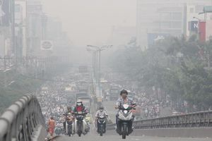 TP Hồ Chí Minh: Sương mù xuất hiện trở lại kèm theo hiện tượng cay mắt, người dân lo sợ