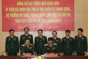 Đại tướng Ngô Xuân Lịch chủ trì bàn giao chức vụ Tư lệnh Quân khu 2