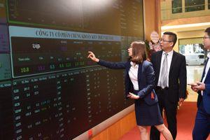 3 cổ phiếu liên tiếp lập đỉnh giá mới