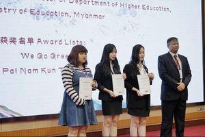 Ba sinh viên Việt Nam chiến thắng trong cuộc thi có 6 nước tham gia