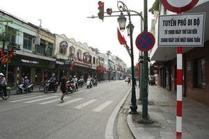Hà Nội dự kiến cấm phương tiện giao thông trong không gian đi bộ quanh hồ Gươm một tháng.
